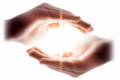 Come sentire la potenza della luce divina nelle mani