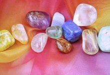 Come caricare e scaricare le pietre e i cristalli