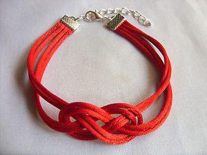 Il significato del braccialetto rosso