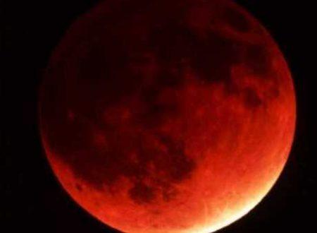Scopri come la luna piena e l'eclissi lunare del 16 luglio 2019 ti influenzeranno, in base al tuo segno